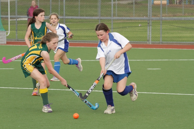 Norths' Katelin Jobbins narrowly evades the tackle of Wombats' Evie Nelson
