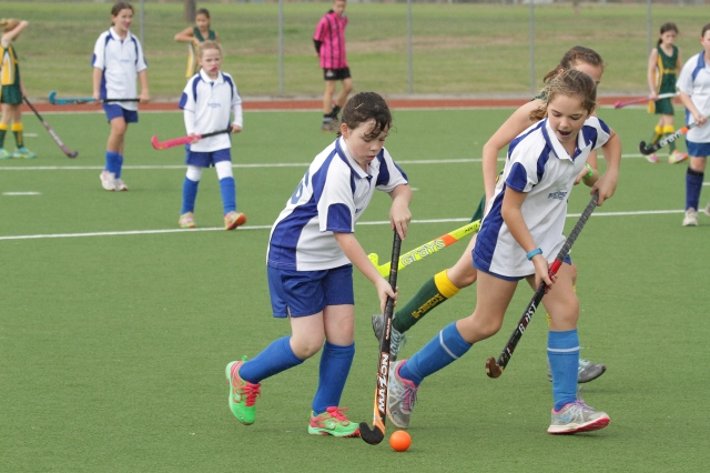 Piper Muller puts Norths back on the attack as she runs out of defence.